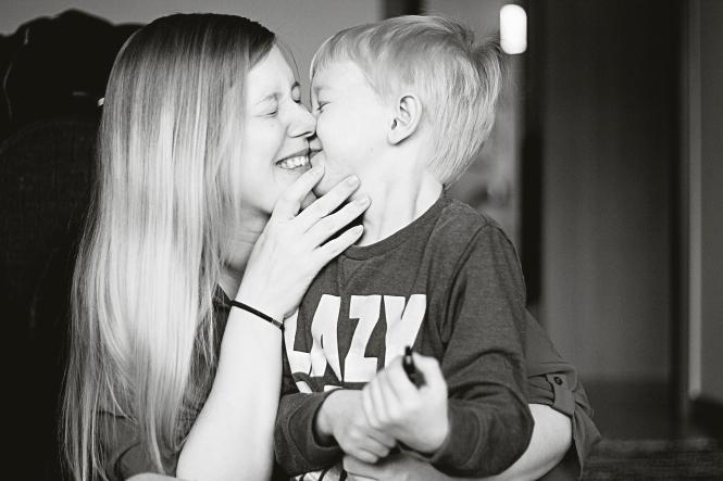 Emil pussar mamma