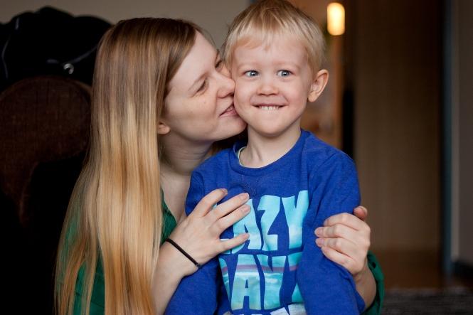 Mamma pussar Emil